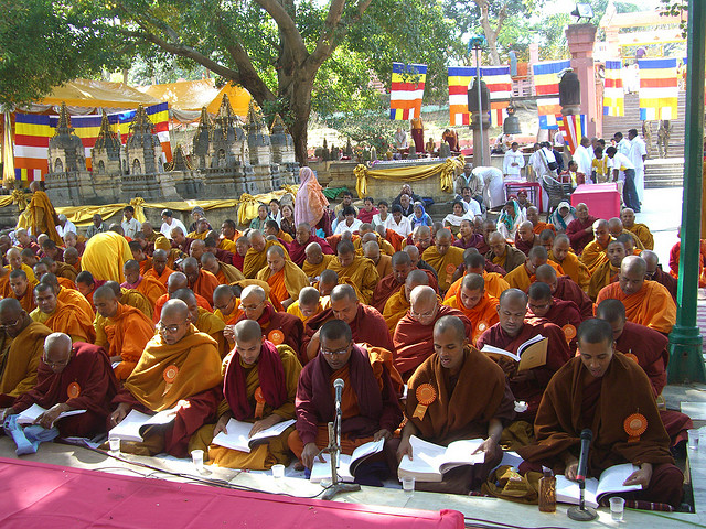 monks-Tipitaka-chanting-ceremony